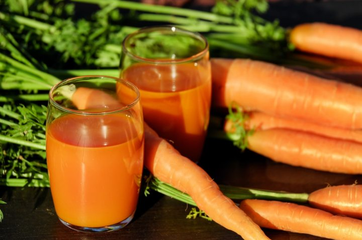 Apple and Carrot VegetableJuicing